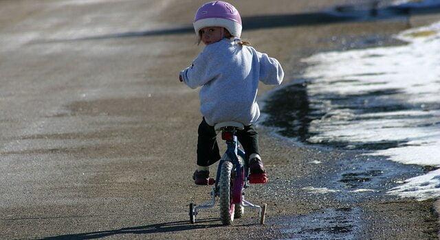 Cum sa alegi o bicicleta de dimensiuni potrivite pentru copilul tau