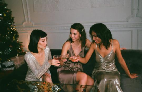 Dress code: cocktail. Ce alegi să porți?